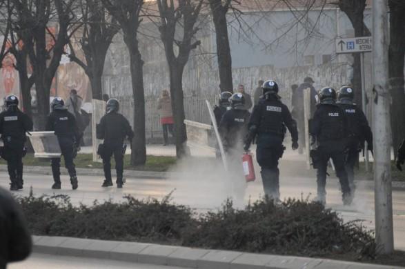 La violence de l'Assemblée se poursuit dans les rues de Pristina