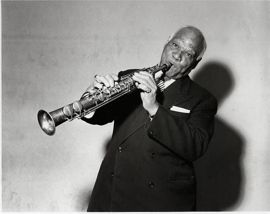 Sidney Bechet, musicien et compositeur de jazz. Photo Gafa Kassim.